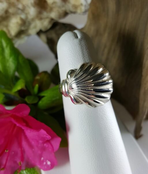 Classy Scallop shell ring